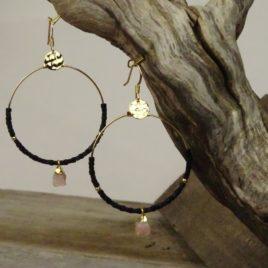 Boucles d'oreilles dorées à l'or fin et opale rose